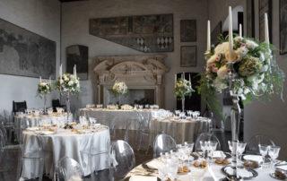 tavoli matrimonio decorati con centrotavola floreali