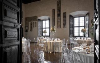 centrotavola floreale bianco per matrimonio